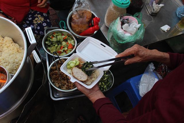 """Kỳ lạ món ăn độn nhà nghèo thời bao cấp, thành đặc sản """"xếp hàng"""" ở Hà Nội - 7"""