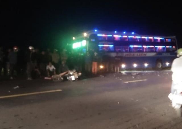 Lao thẳng vào xe khách, 2 thanh niên tử vong - 1