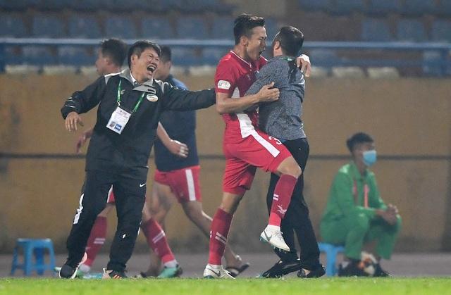 Quế Ngọc Hải và Bùi Tiến Dũng đứng trước cơ hội vô địch V-League - 2