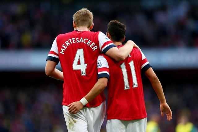 Per Mertesacker tiết lộ bất ngờ việc Mesut Ozil bị Arsenal ghẻ lạnh - 4