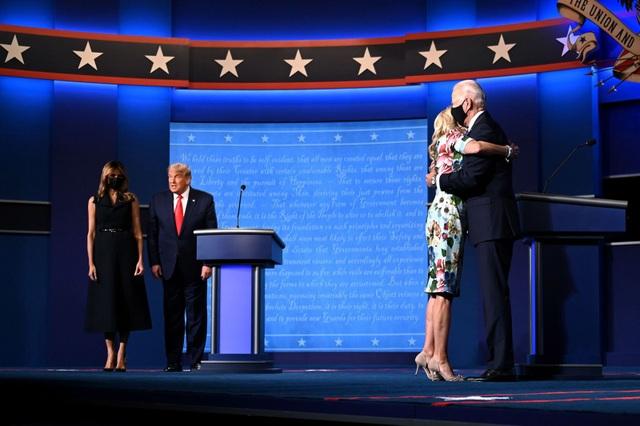 Những khoảnh khắc ấn tượng trong hiệp đấu cuối của Trump - Biden - 1