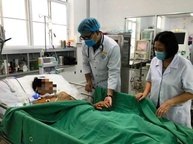 Cần Thơ: Cứu sống bác sĩ bị ngưng tim 90 phút, suy đa tạng rất nặng - 1