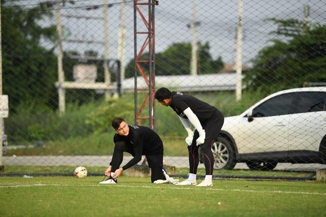 Đặng Văn Lâm nỗ lực ghi điểm với thầy mới ở Muangthong United - 4