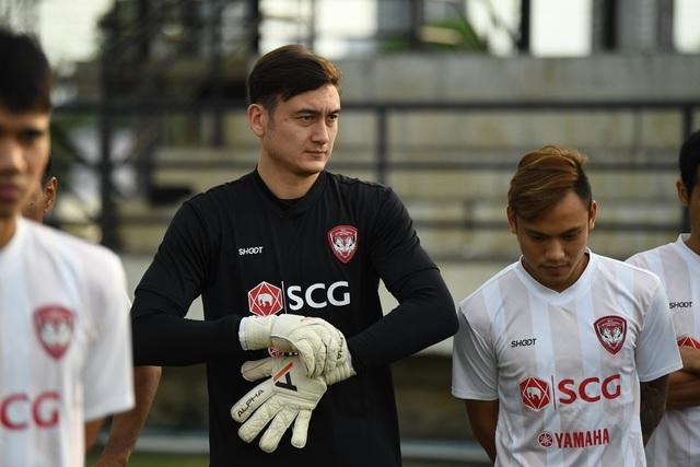 Đặng Văn Lâm nỗ lực ghi điểm với thầy mới ở Muangthong United - 1