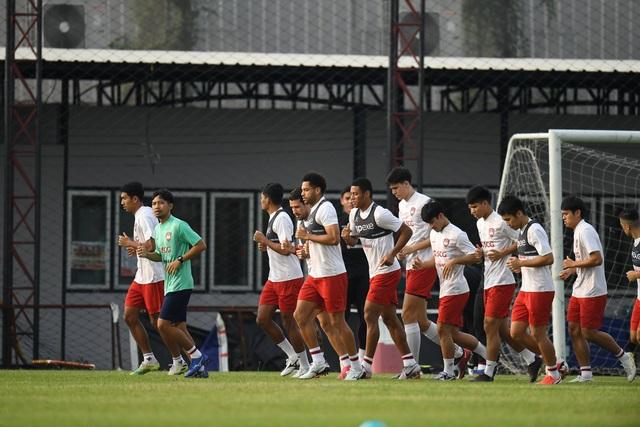 Đặng Văn Lâm nỗ lực ghi điểm với thầy mới ở Muangthong United - 10