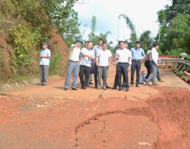 Bí thư Đắk Nông yêu cầu làm rõ vụ sạt lở nuốt chửng con đường 27 tỷ đồng - 1