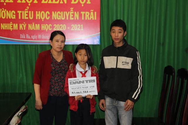 Bạn đọc Dân trí giúp đỡ cô học trò mồ côi ở Đắk Nông hơn 100 triệu đồng - 1
