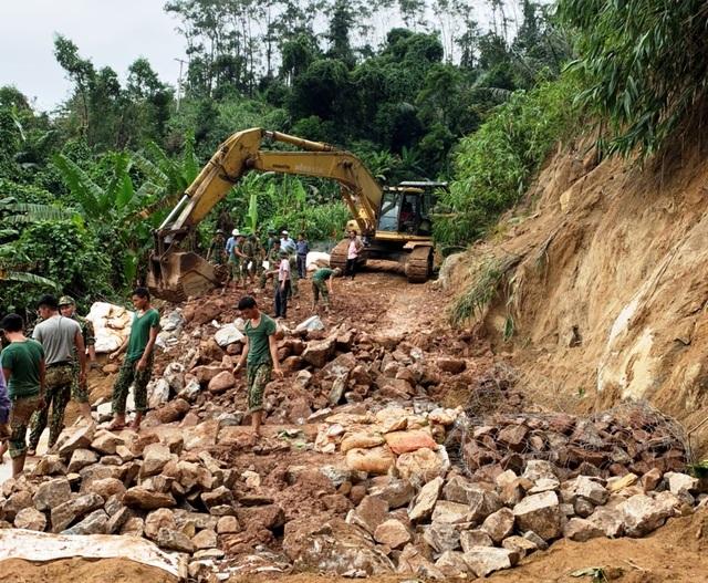 Thừa Thiên Huế: Thông đường bộ vào thủy điện Rào Trăng 3 - 1