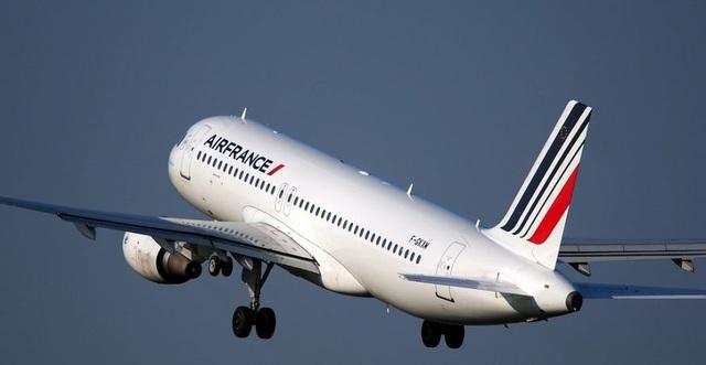 Bạn có biết: Vì sao phần lớn máy bay thương mại đều sơn màu trắng? - 1