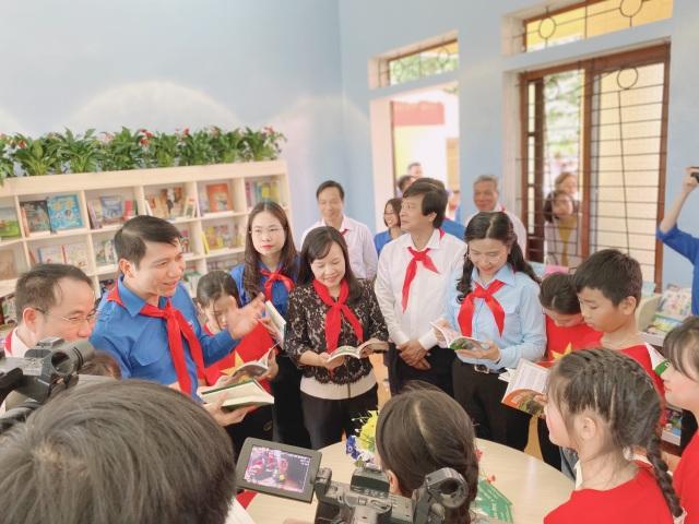 Cháu ngoan Bác Hồ về thăm đất Tổ, khánh thành thư viện tại Phú Thọ - 3