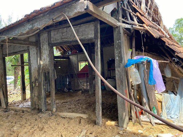 Thanh Lam, Tùng Dương xúc động khi đến thăm người dân vùng lũ lụt Hà Tĩnh - 2