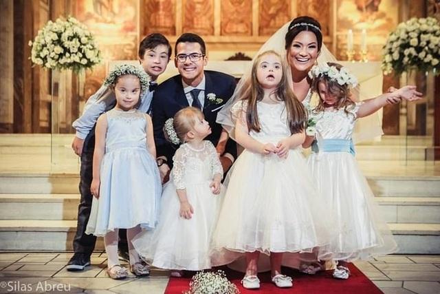 Hôn lễ cảm động của cô giáo chuyên giúp đỡ trẻ mắc hội chứng Down - 1