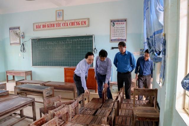 Giáo viên bày tỏ với Bộ trưởng Phùng Xuân Nhạ lo học sinh bị đói sau lũ - 1