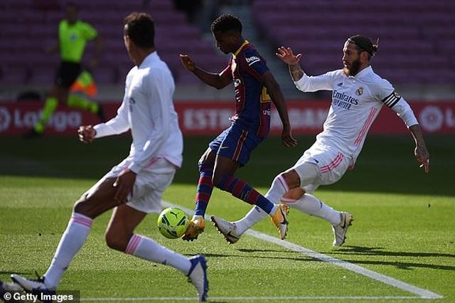 Real Madrid hạ gục Barcelona tại Nou Camp  - 13