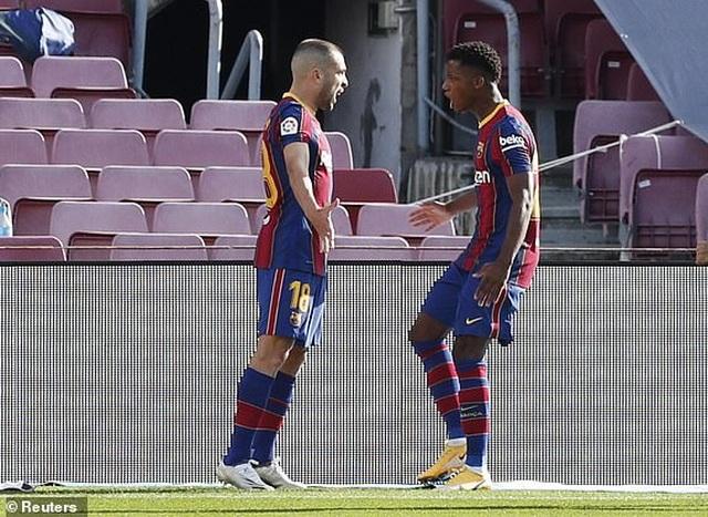 Real Madrid hạ gục Barcelona tại Nou Camp  - 12