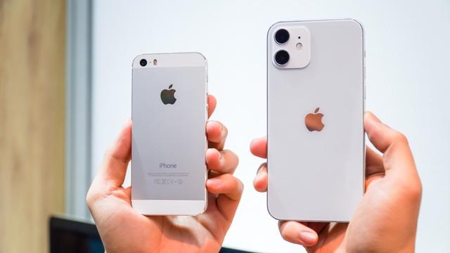 iPhone 12 đọ dáng cùng ông lão iPhone 5S - 4