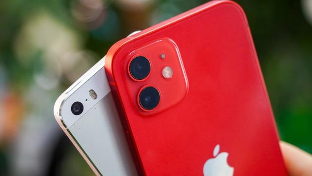 iPhone 12 đọ dáng cùng ông lão iPhone 5S - 8