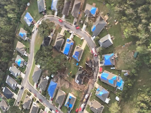 Máy bay quân sự Mỹ lao xuống khu dân cư, 2 người thiệt mạng - 3