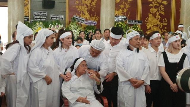 Gia đình, đồng nghiệp tiễn biệt NSND Lý Huỳnh - 7