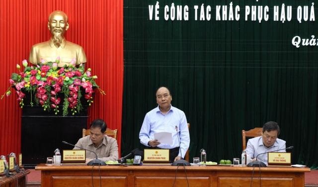 Thủ tướng về Quảng Bình thăm hỏi, tặng quà người dân vùng lũ lụt - 3