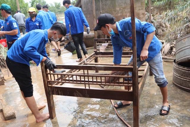 Nhiều bạn trẻ xung phong vào Hà Tĩnh giúp đồng bào khắc phục hậu quả lũ lụt - 4