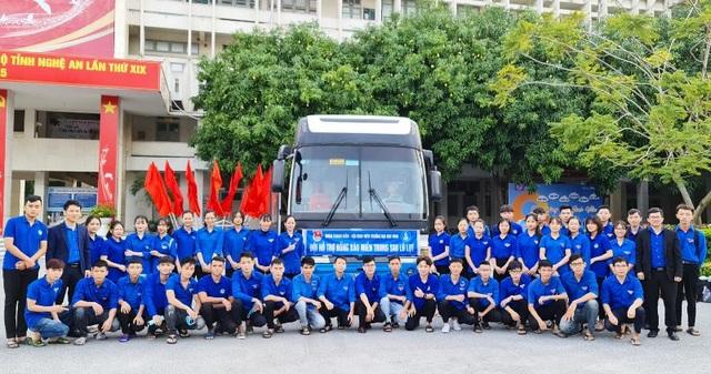 Nhiều bạn trẻ xung phong vào Hà Tĩnh giúp đồng bào khắc phục hậu quả lũ lụt - 1