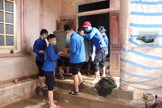 Nhiều bạn trẻ xung phong vào Hà Tĩnh giúp đồng bào khắc phục hậu quả lũ lụt - 5