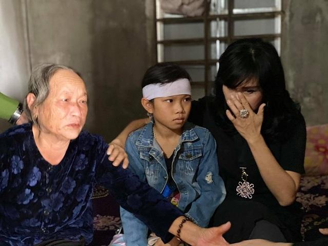 Thanh Lam, Tùng Dương xúc động khi đến thăm người dân vùng lũ lụt Hà Tĩnh - 3