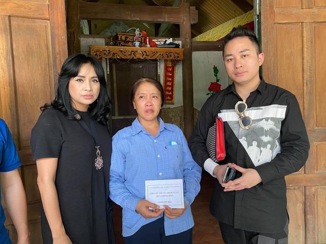 Thanh Lam, Tùng Dương xúc động khi đến thăm người dân vùng lũ lụt Hà Tĩnh - 4