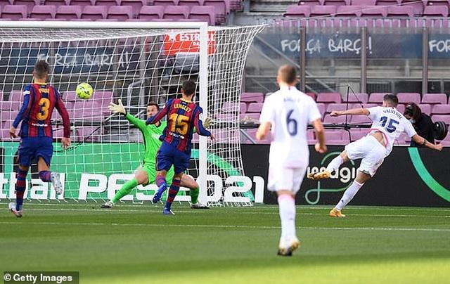Real Madrid hạ gục Barcelona tại Nou Camp  - 14
