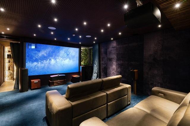 Cặp vợ chồng ở TP.HCM thiết kế cả rạp chiếu phim trong căn biệt thự phố - 11