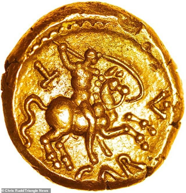Đồng tiền vàng hơn 2.000 năm tuổi có giá hơn 900 triệu đồng - 1