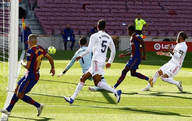 Những khoảnh khắc Real Madrid hạ gục Barcelona tại Nou Camp - 4