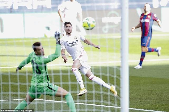 Những khoảnh khắc Real Madrid hạ gục Barcelona tại Nou Camp - 3