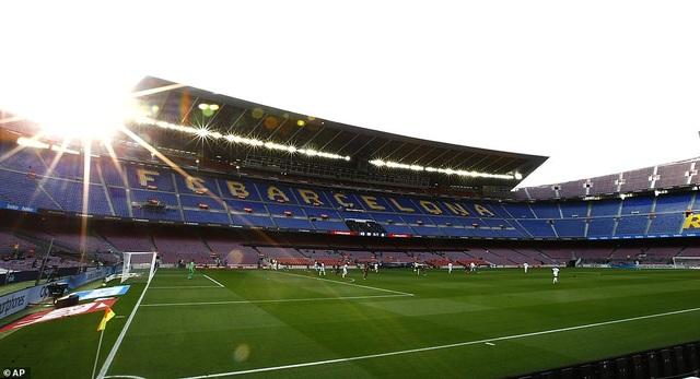 Những khoảnh khắc Real Madrid hạ gục Barcelona tại Nou Camp - 1