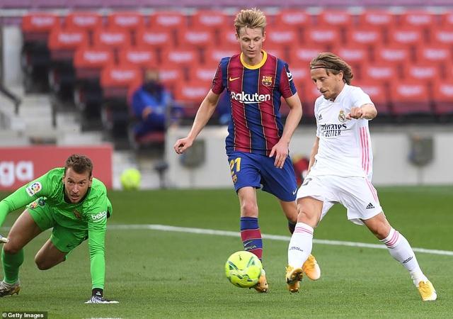 Những khoảnh khắc Real Madrid hạ gục Barcelona tại Nou Camp - 10