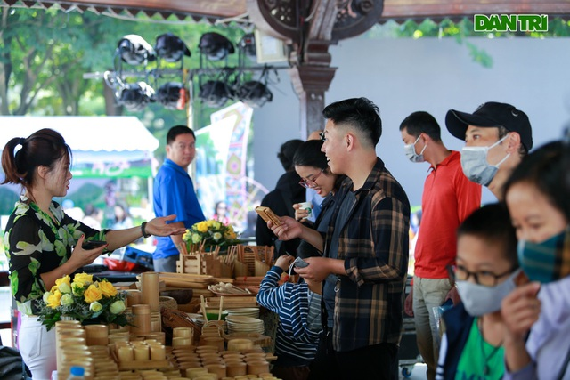 Lang Son giant nautical specialties attract customers in Hanoi - 13