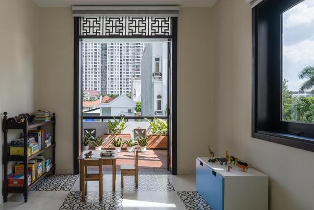Biệt thự rộng 300m2 mang nét hoài cổ giữa Sài Gòn sầm uất của vợ chồng trẻ - 5