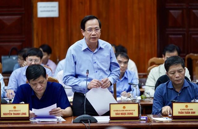 Thủ tướng về Quảng Bình thăm hỏi, tặng quà người dân vùng lũ lụt - 4