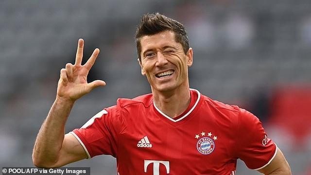 Lewandowski lập hat-trick, Bayern Munich thắng đậm Frankfurt - 1