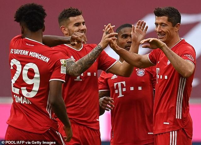 Lewandowski lập hat-trick, Bayern Munich thắng đậm Frankfurt - 2