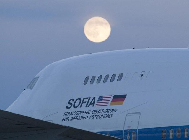 """NASA sắp tiết lộ một """"khám phá mới thú vị"""" về Mặt trăng - 1"""