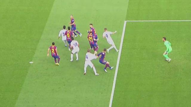 Sergio Ramos nói gì về pha ngã bất thường trước Barcelona? - 1
