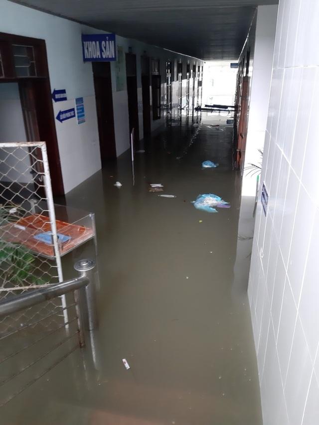 Bộ Y tế gửi thư khen các bác sĩ Hà Tĩnh đỡ đẻ cho 20 thai nhi trong mưa lũ - 1