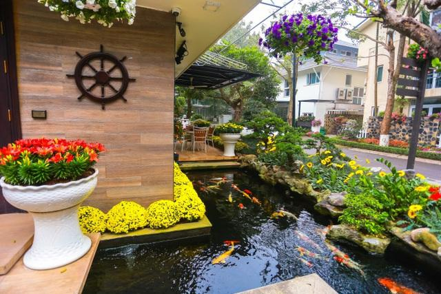 Choáng ngợp với những biệt thự Việt sở hữu bể cá Koi tiền tỷ - 11