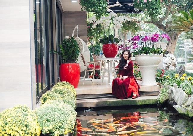 Choáng ngợp với những biệt thự Việt sở hữu bể cá Koi tiền tỷ - 12