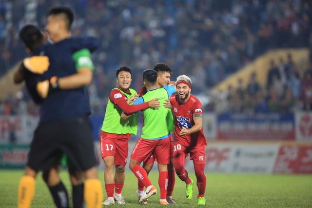 Cuộc đua tứ mã đến ngôi vô địch V-League - 1