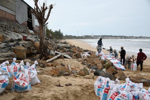 Người dân ven biển hối hả phòng chống bão số 9 - 1