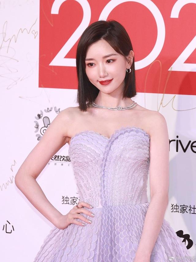 """Đường Yên """"đụng độ"""" cô bạn thân cũ Dương Mịch tại sự kiện - 19"""