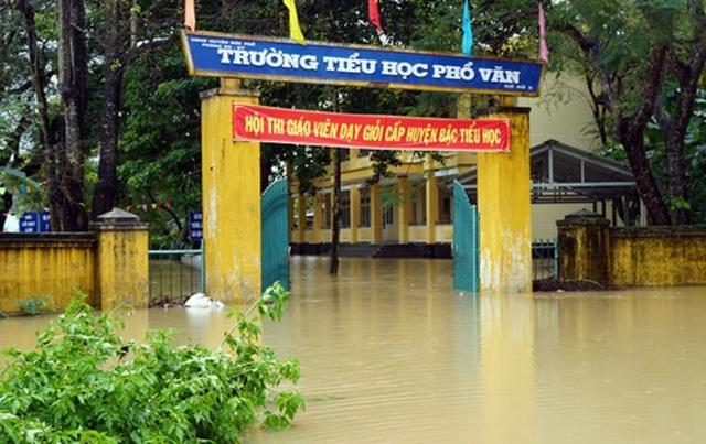 Học sinh Quảng Ngãi nghỉ học tránh bão số 9 - 1
